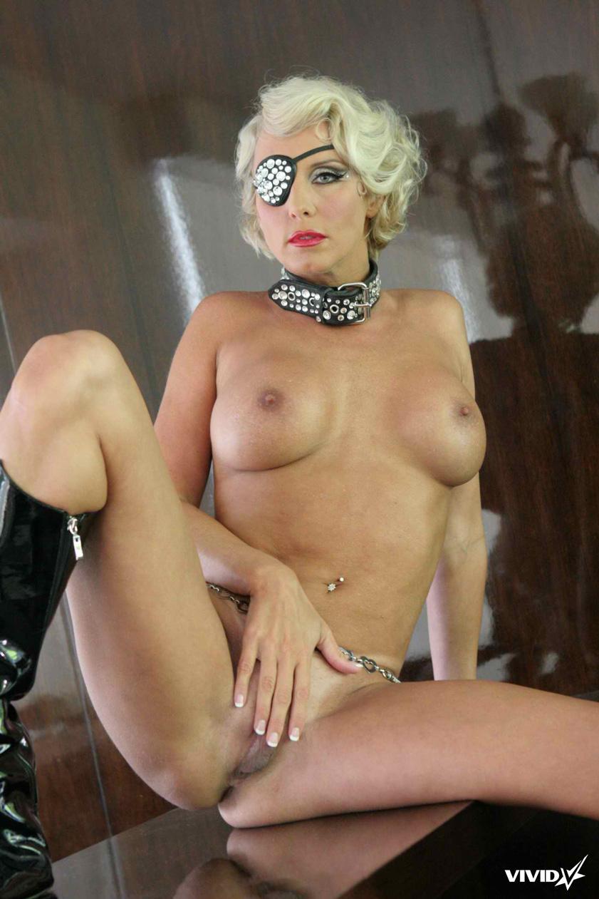 TJ Hart looks like a horny Lady Gaga - 12