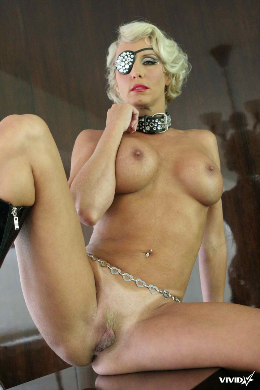 TJ Hart looks like a horny Lady Gaga - 14