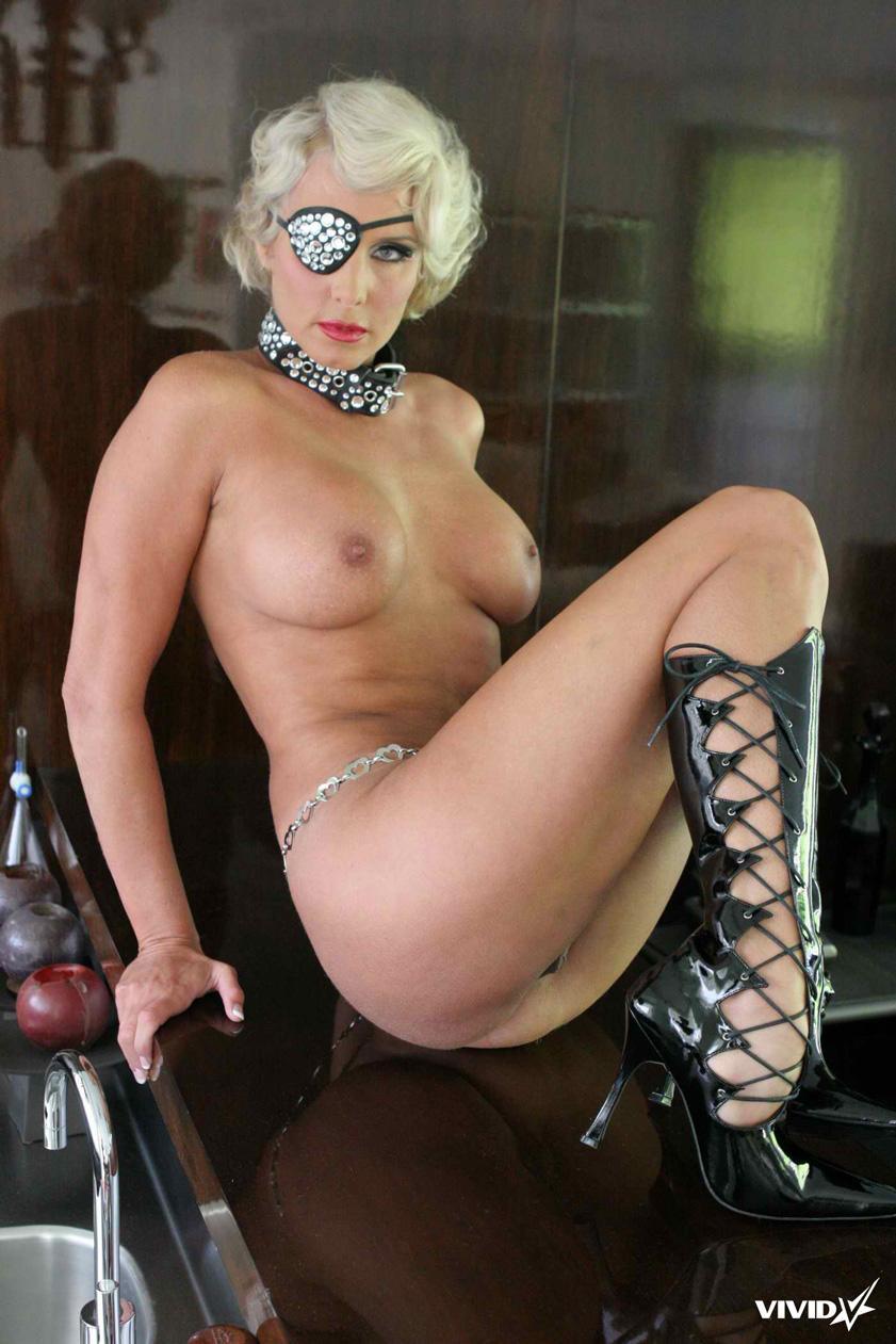TJ Hart looks like a horny Lady Gaga - 17