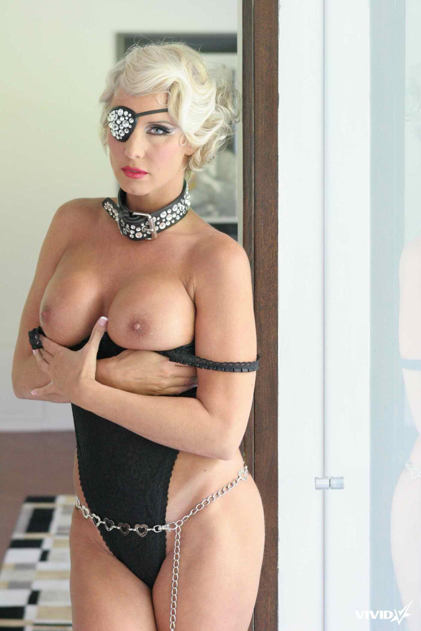 TJ Hart looks like a horny Lady Gaga - 4