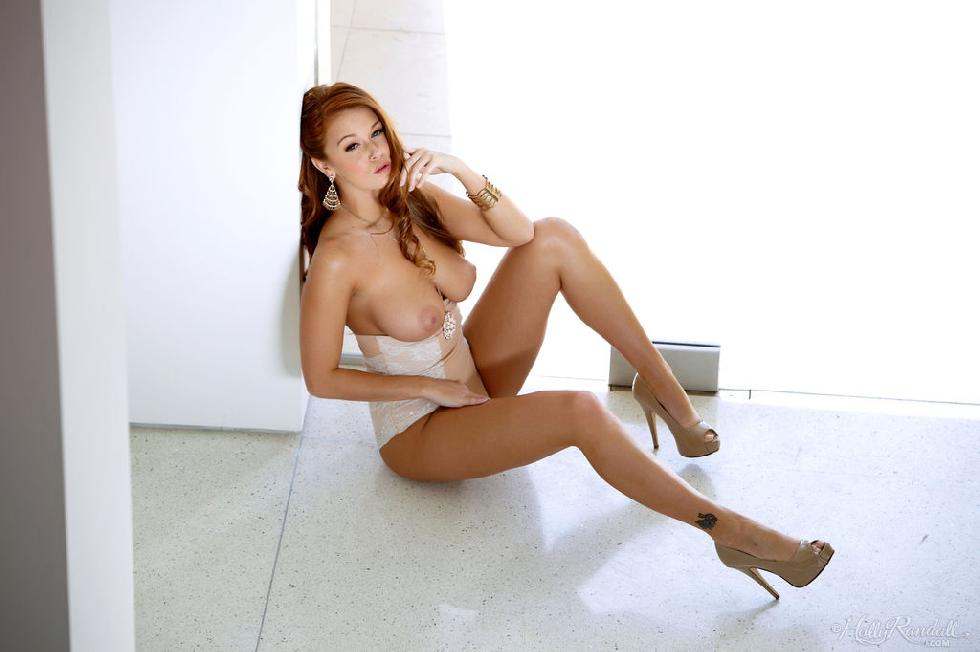 Exclusive redhead shows very hot body - Leanna Decker - 2