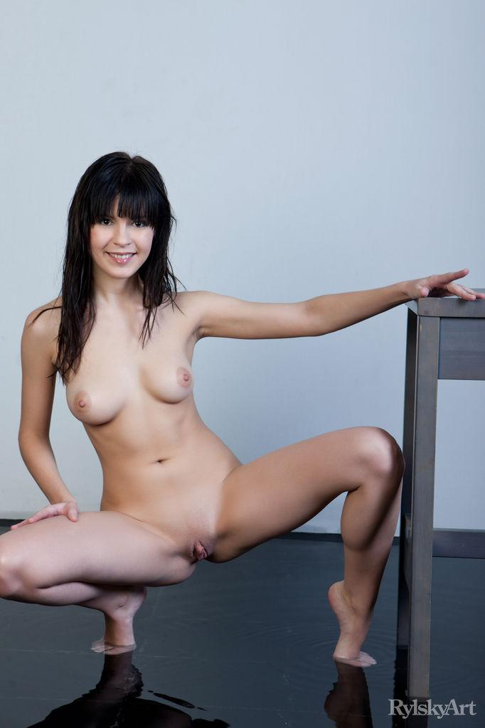 Naked Zelda is posing on the chair - 5