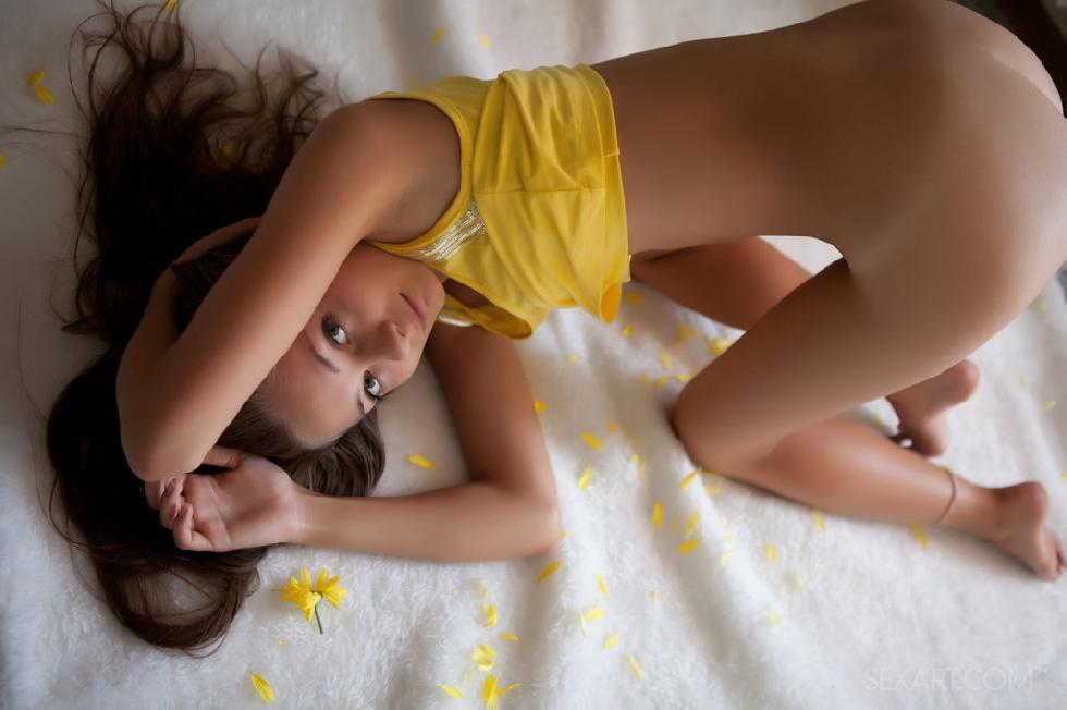 Charming girl has a deep orgasm - Ennu - 4