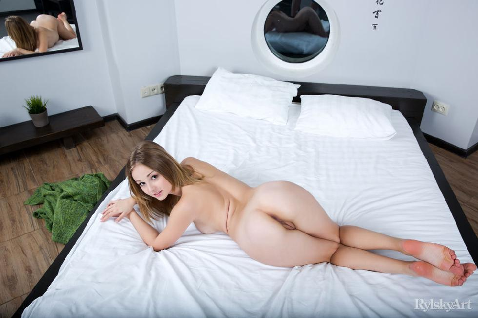 Lovely girl is posing naked on the bed - Jeff Milton - 12