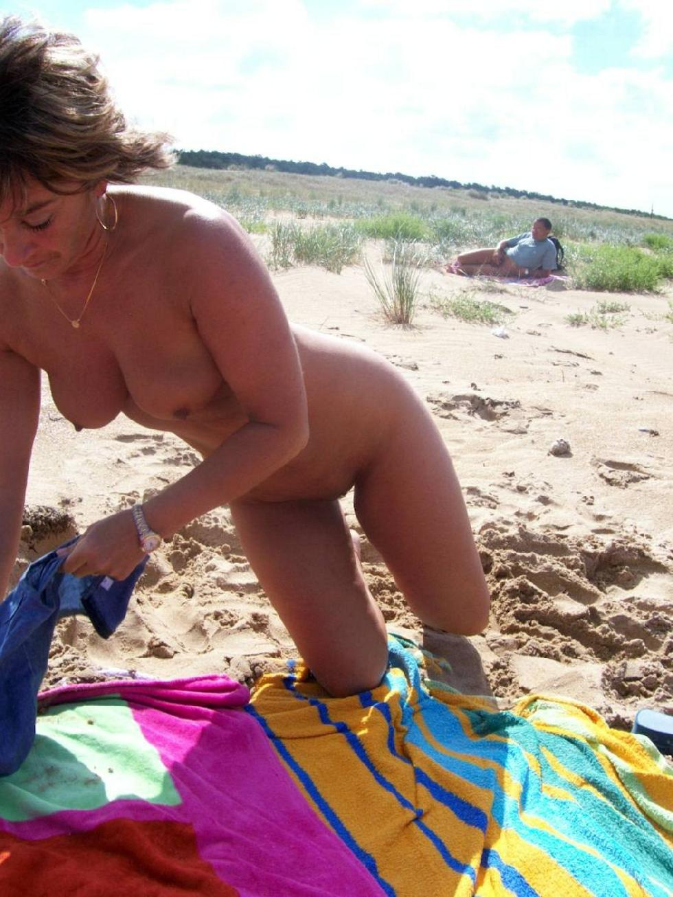 Amateur is relaxing on the beach - 3