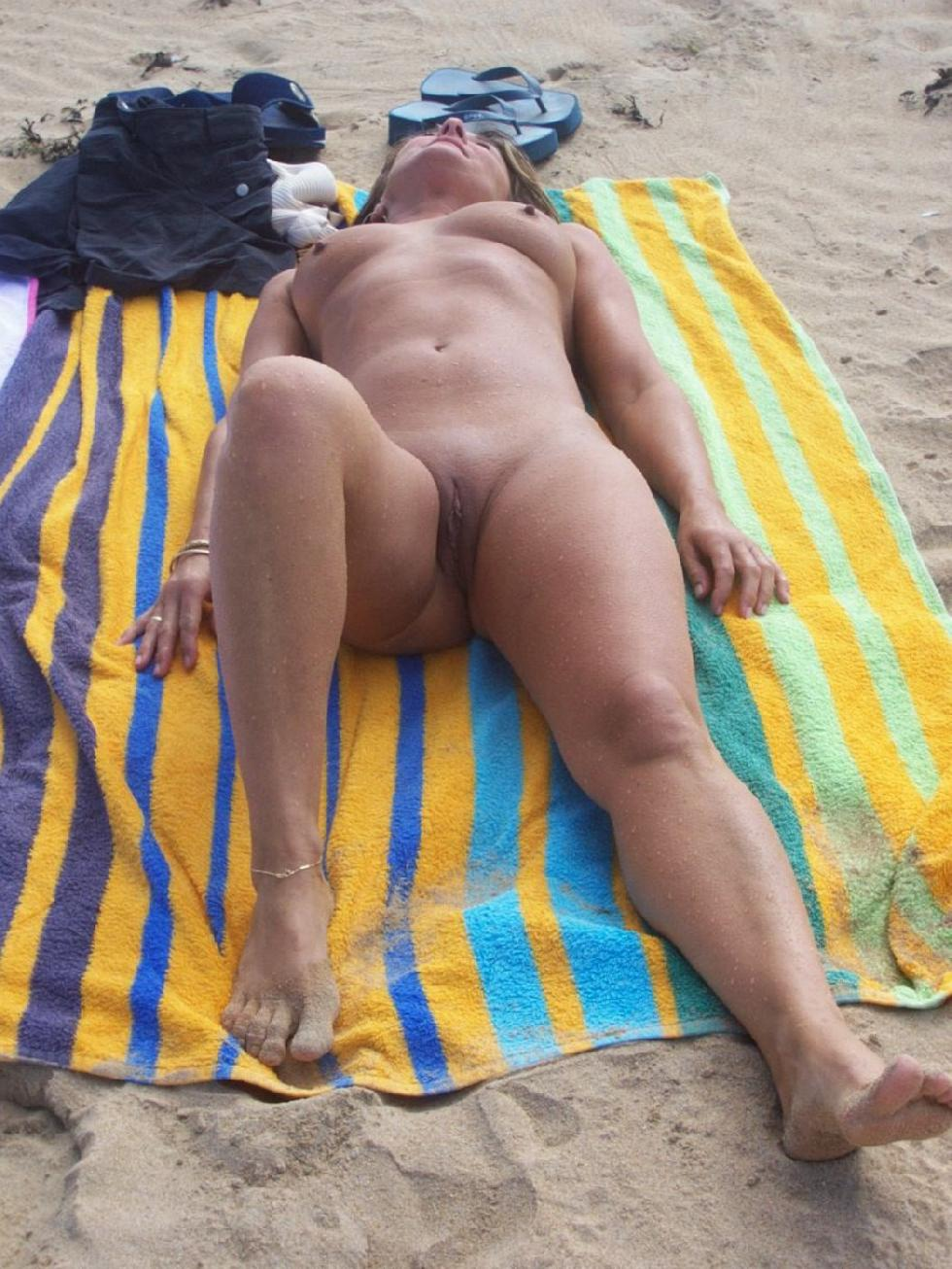 Amateur is relaxing on the beach - 4