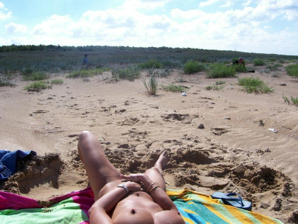 Amateur is relaxing on the beach - 5