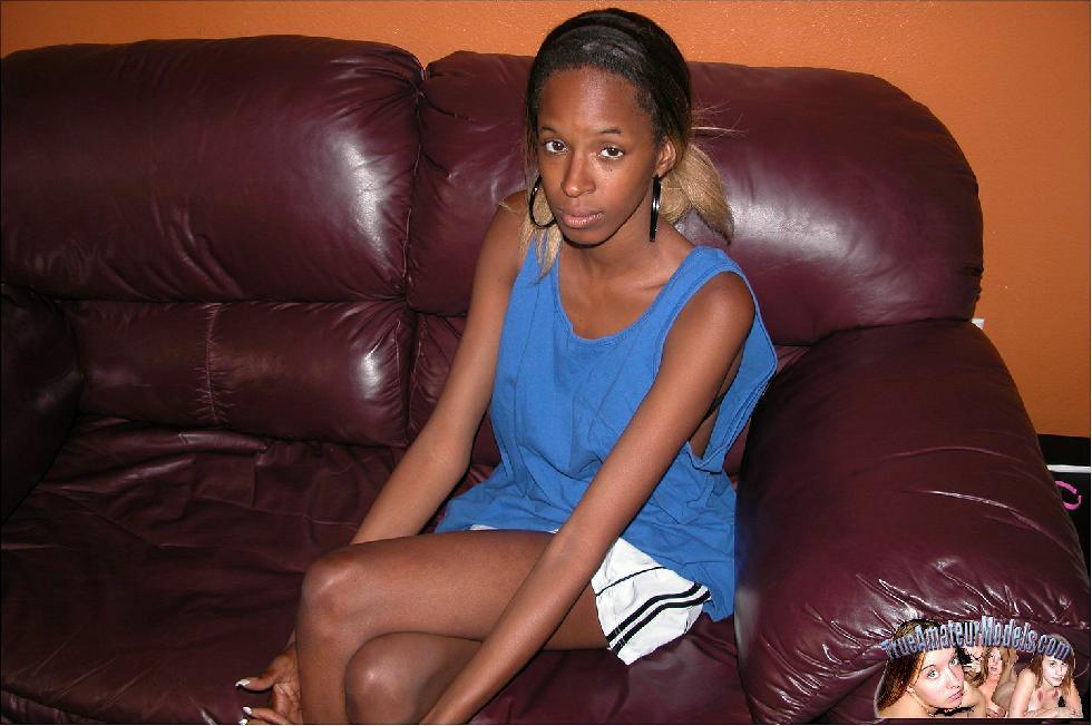 Skinny black girl is showing her ass - Stephiane - 1