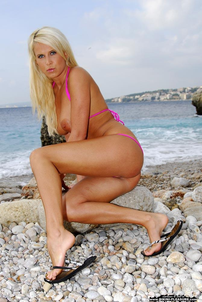 Busty Samantha is posing on the rocky beach - 11