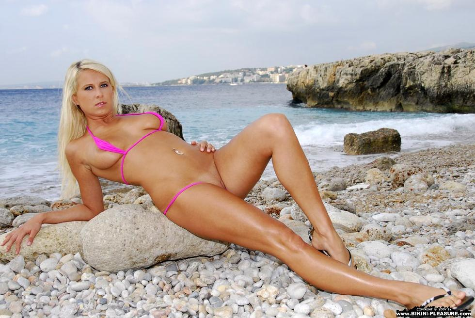 Busty Samantha is posing on the rocky beach - 9