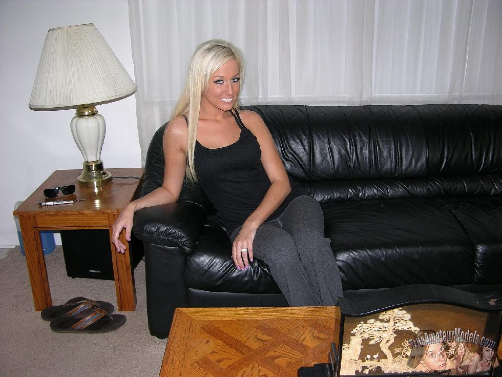 Tanned blonde with tattoo - Brooklyn - 1