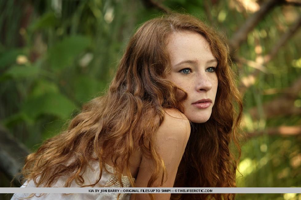 Freckled redhead in mystique session - Kia - 1