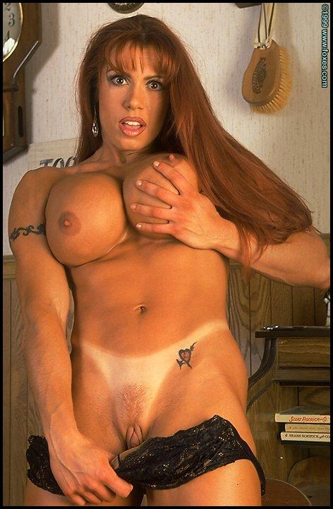 April Hunter is shaving her pussy - 4