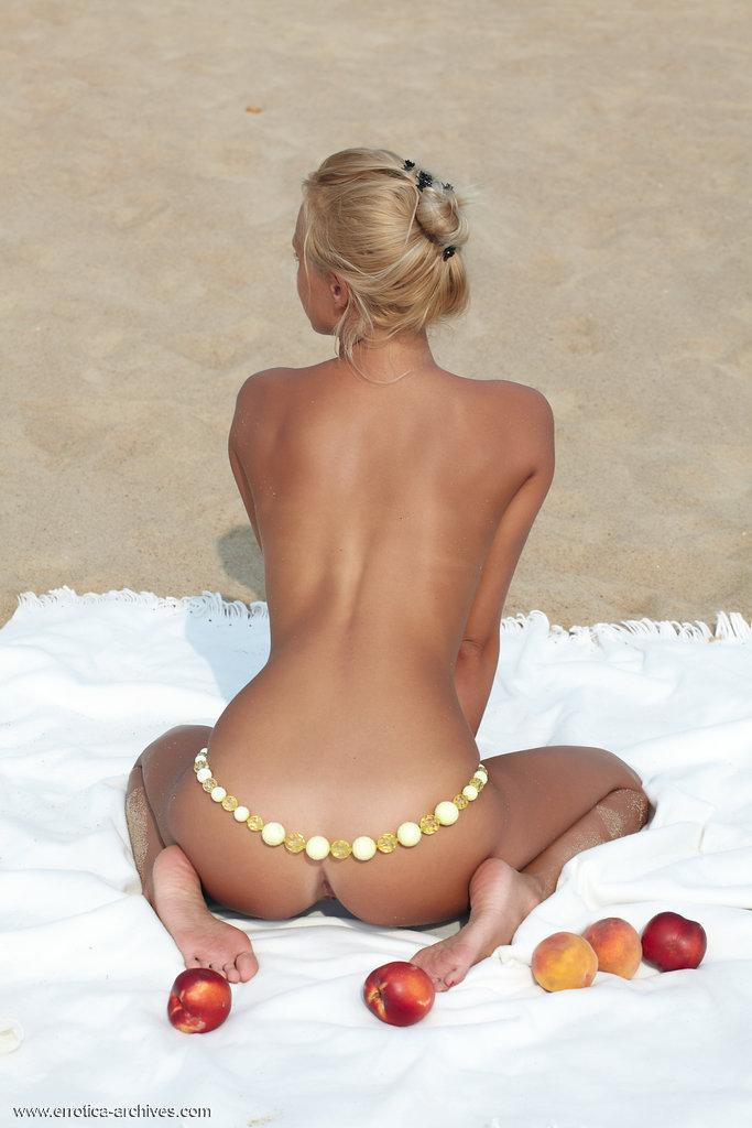 Picnic on the beach with beautiful Afina - 15