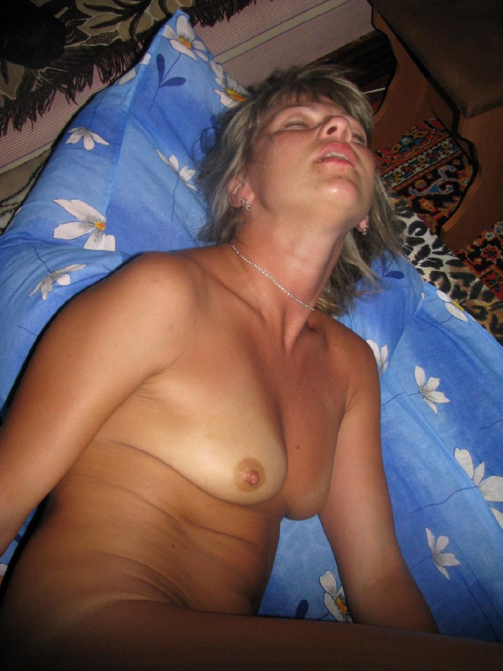 Tanned wife is showing her meaty pussy - 8
