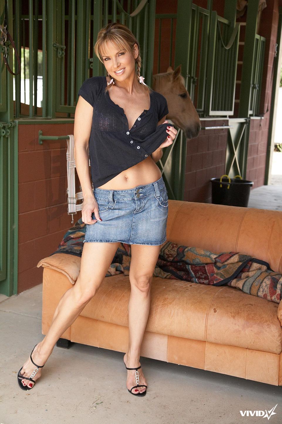 Sexy MILF with nice body - Allie Foster - 1