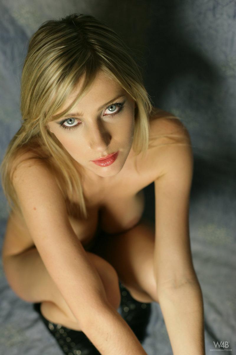 Photoshoot with wonderful blonde Helen - 12