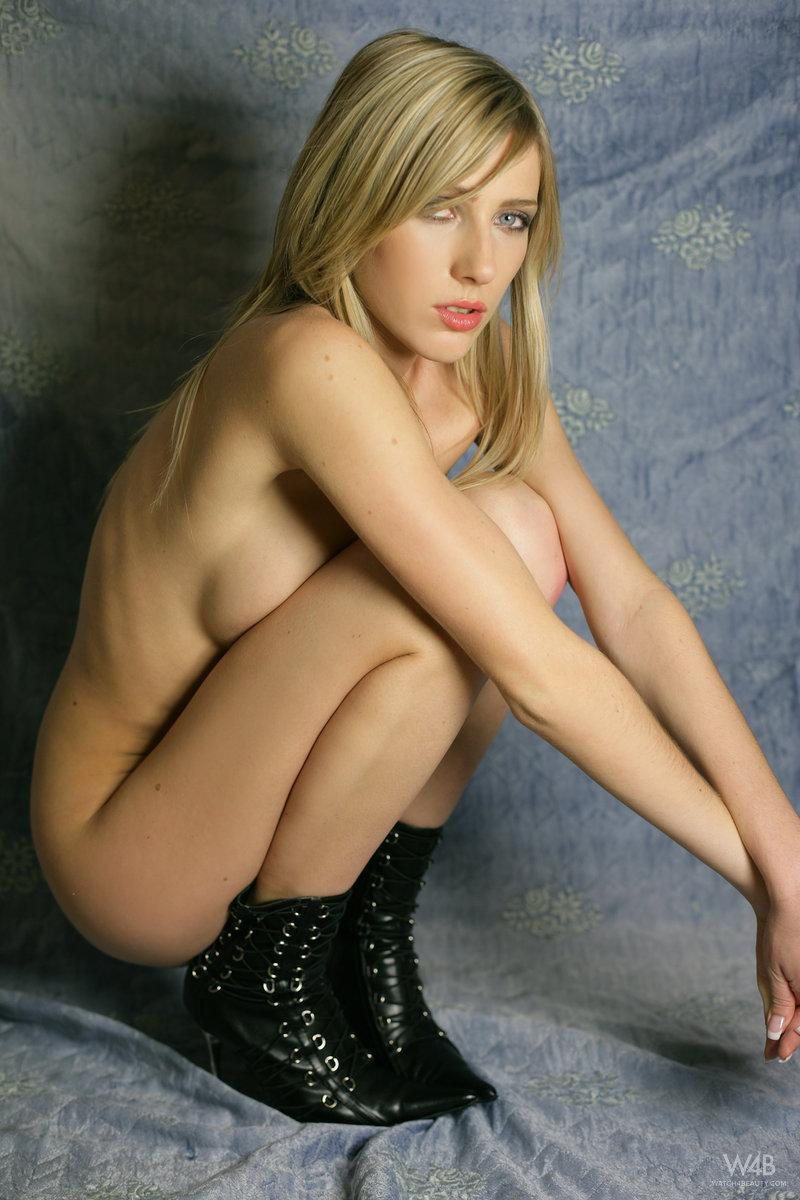 Photoshoot with wonderful blonde Helen - 13