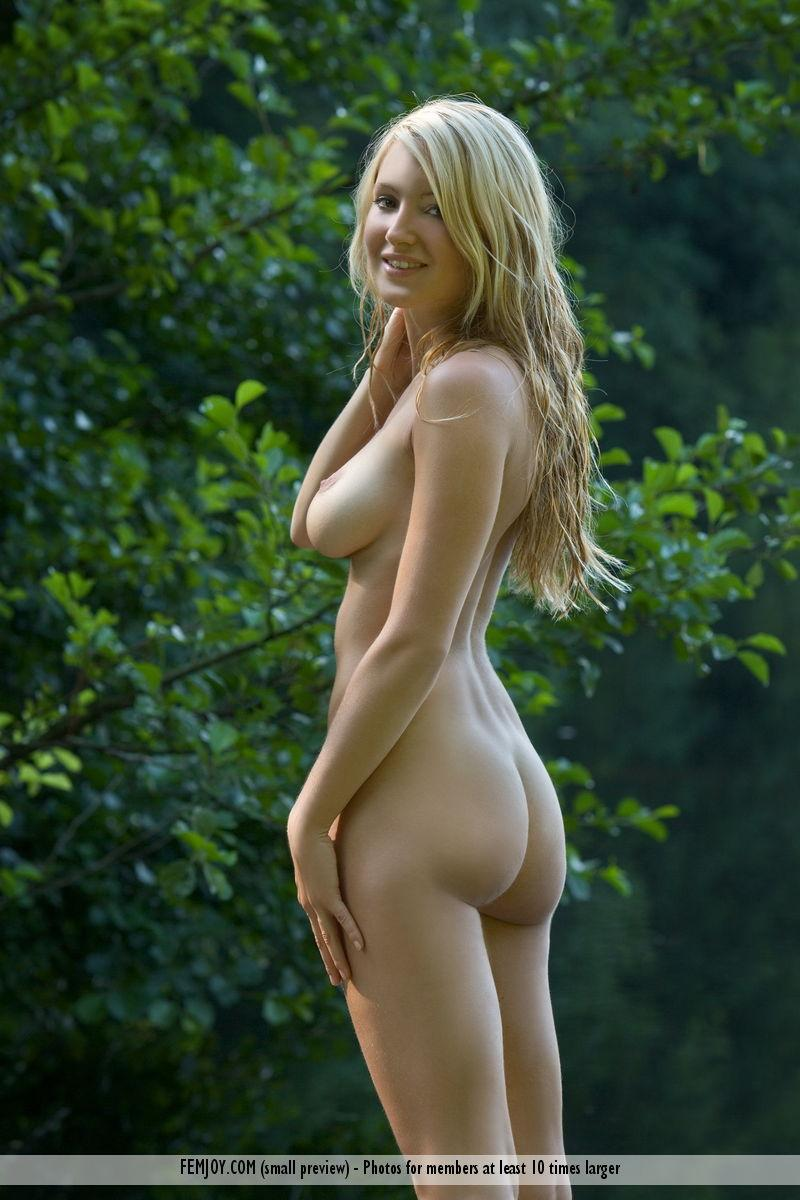 Naked blonde with beautiful breasts - Corinna