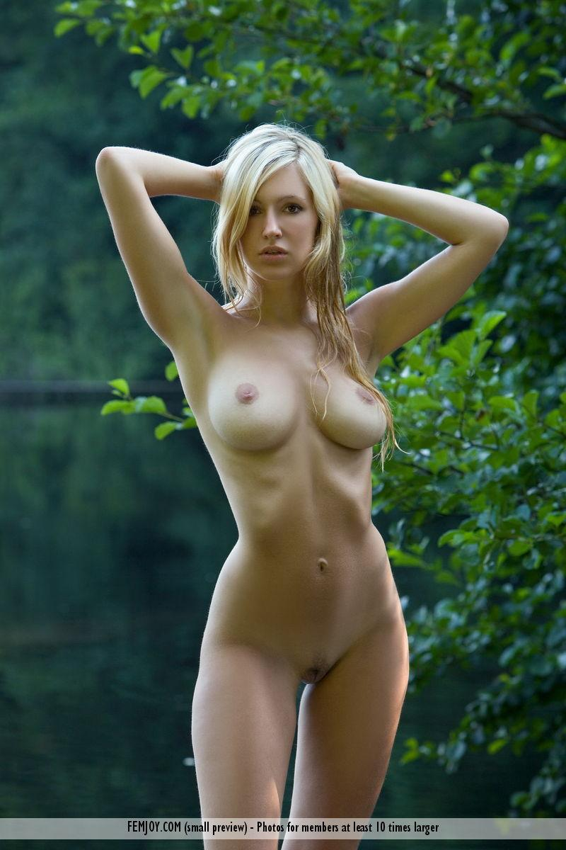 Naked blonde with beautiful breasts - Corinna - 3