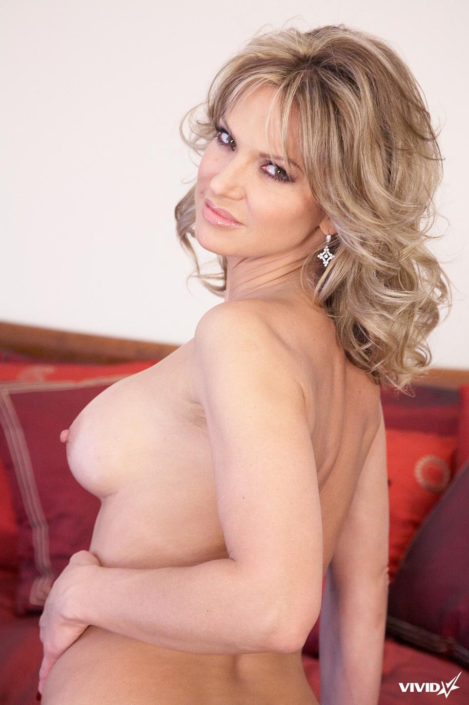 Sexy MILF is tempting in her bedroom - Savanna Samsons - 13