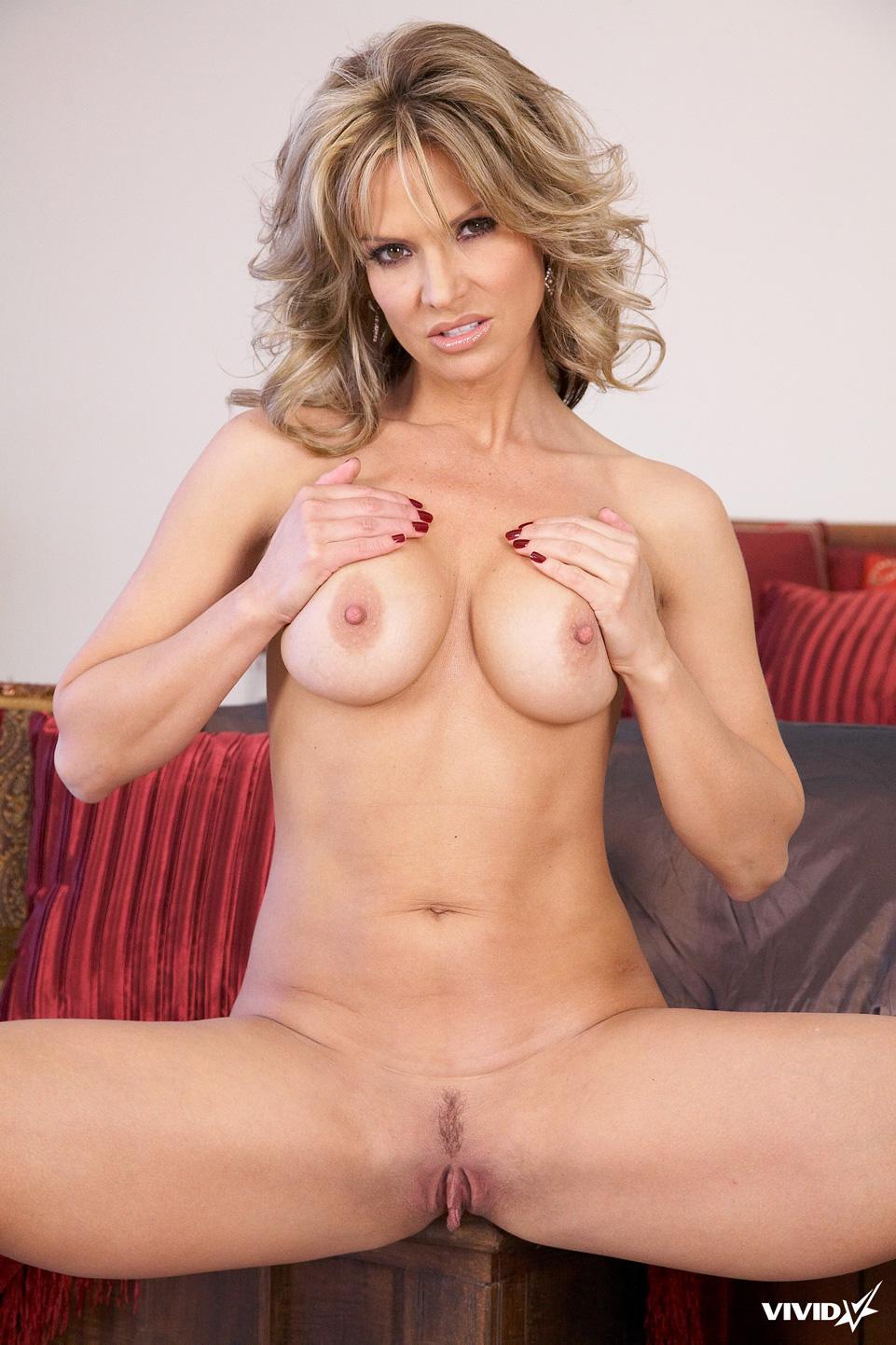 Sexy MILF is tempting in her bedroom - Savanna Samsons - 7