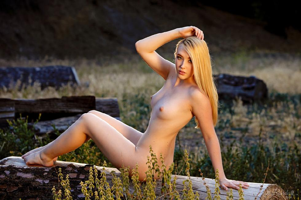 Young Samantha Rone is tempting outdoor - 11