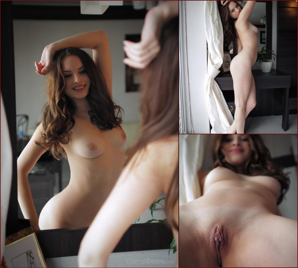 Young Natalie is showing amazing body - 4