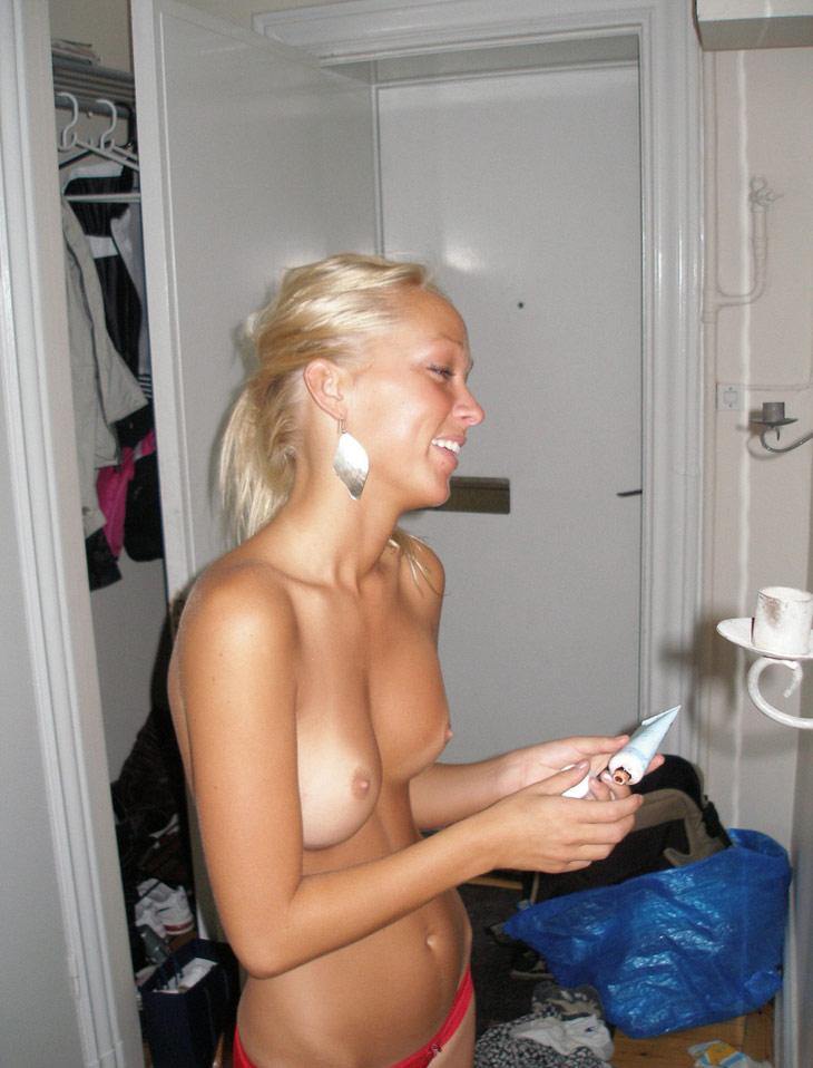 Tanned blonde amateur shows young body - 3