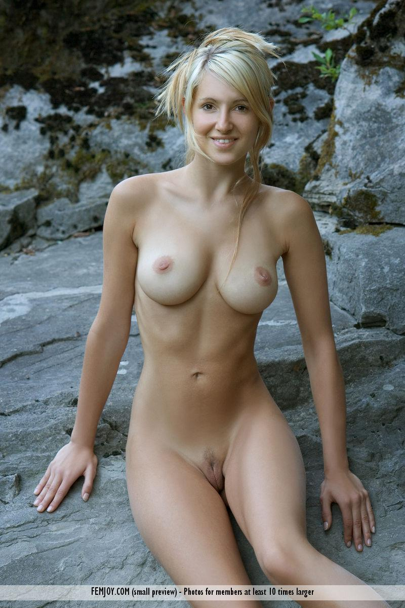 Wonderful Corinna loves to pose naked in nature - 4