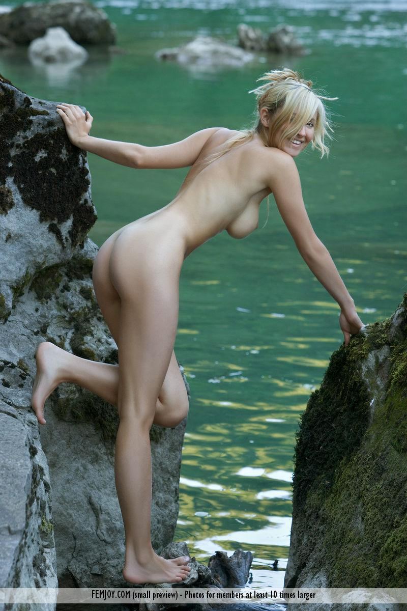 Wonderful Corinna loves to pose naked in nature - 5