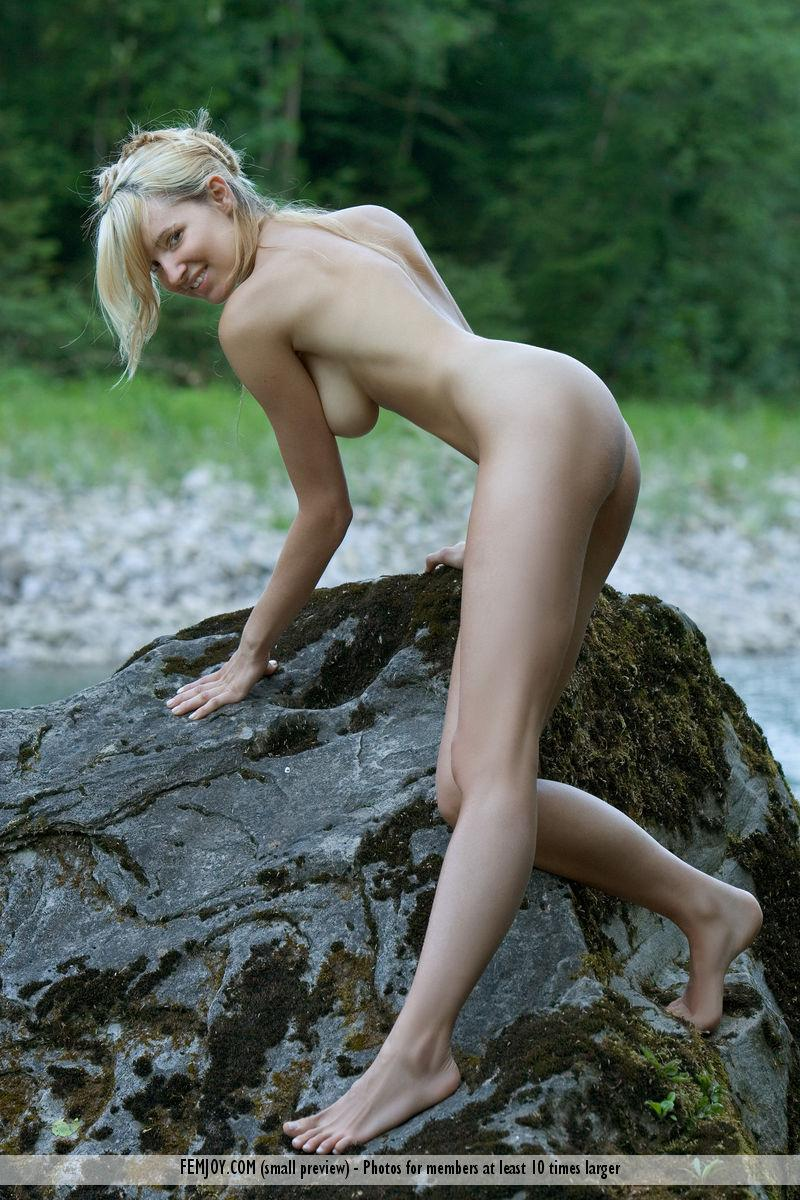Wonderful Corinna loves to pose naked in nature - 7