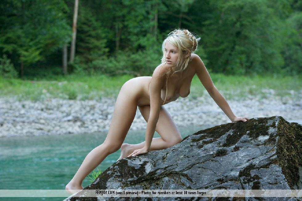 Wonderful Corinna loves to pose naked in nature - 8