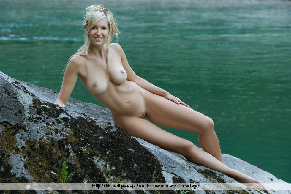 Wonderful Corinna loves to pose naked in nature - 9
