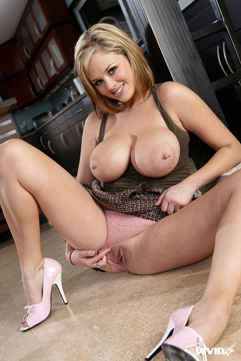 Katie Kox is showing sweet shaved pussy - 6