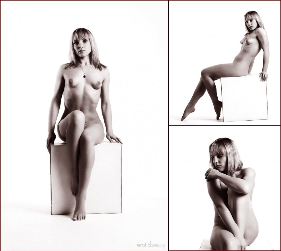 Black and white photoshoot with naked Victoria - 23