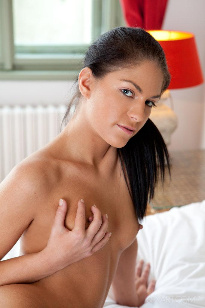 Young Francesca is playing herself on the bed - 5