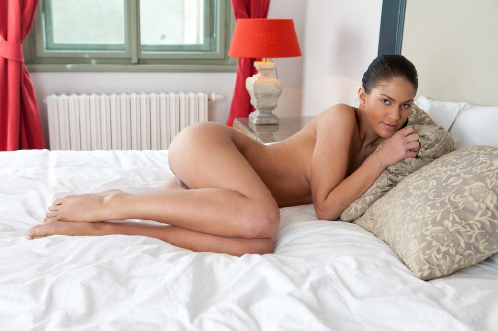 Young Francesca is playing herself on the bed - 6