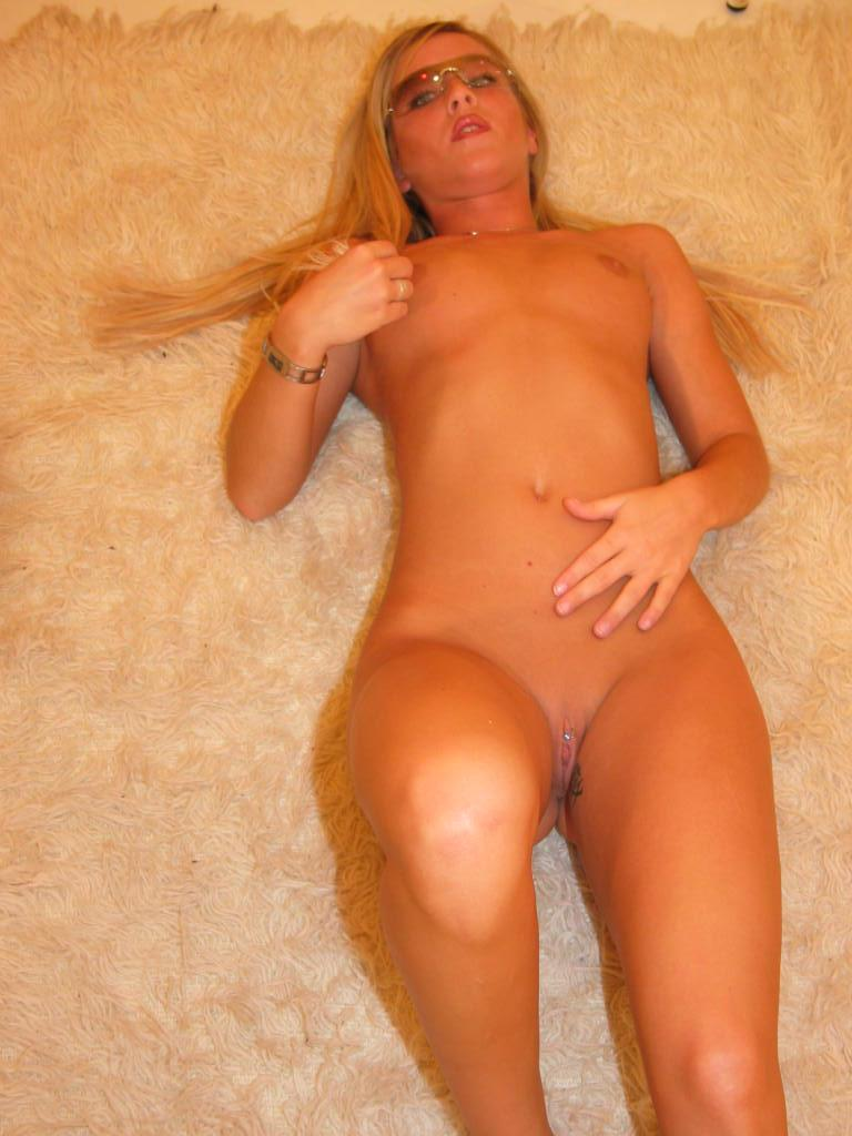 Naked amateur is showing her wonderful ass - 2