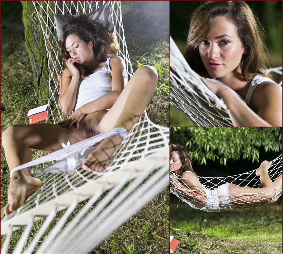 Relaxing day on the hammock - Tess - 21