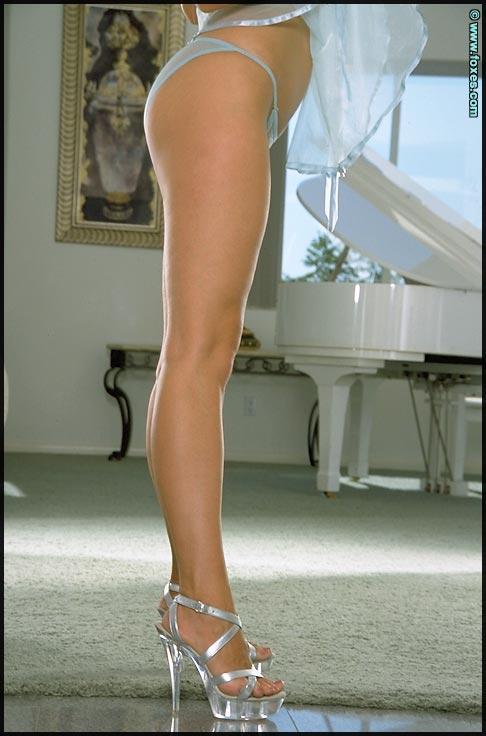Anna Marie Goddard strips sexy underskirt - 3