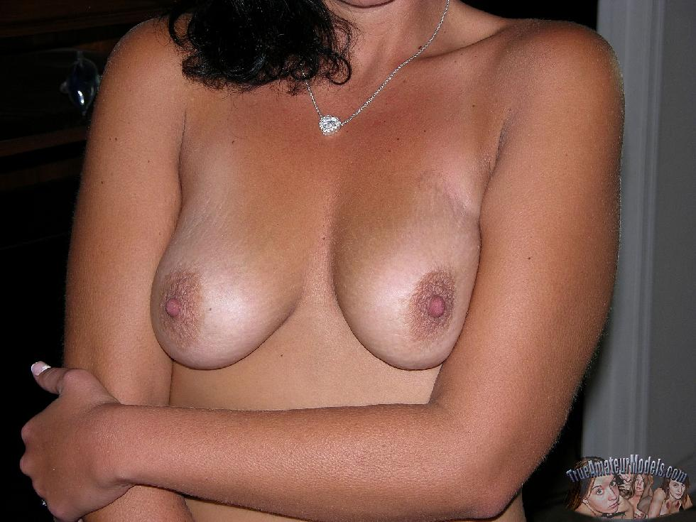 Tanned wife is showing her body - Katherine - 4