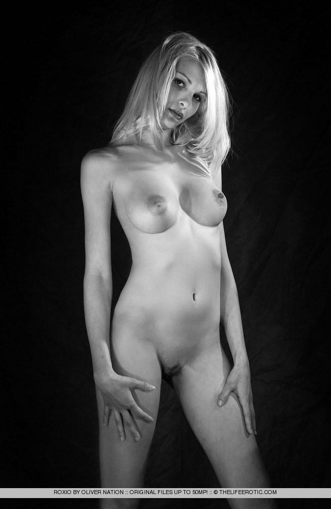 Black and white session with charming Roxio - 3