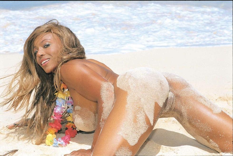 Busty ebony is posing on the beach - Anna More - 13