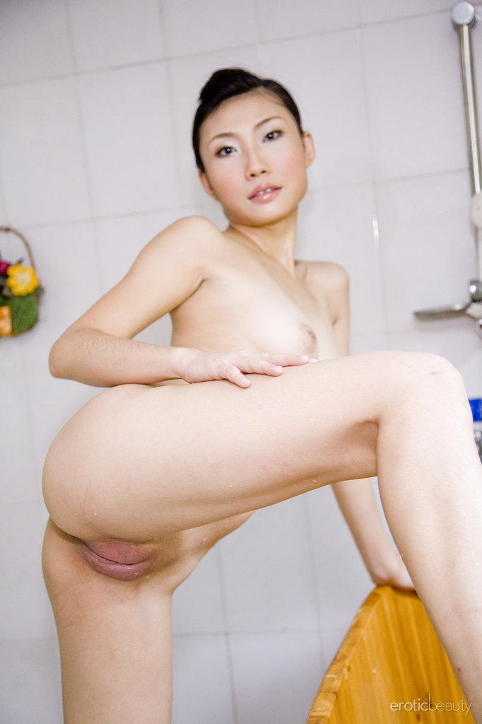 Pretty Asian is posing in the bathroom - Sophier - 13
