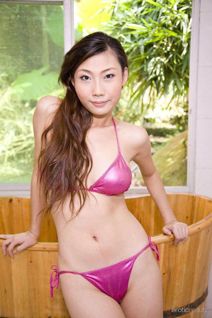 Pretty Asian is posing in the bathroom - Sophier - 2