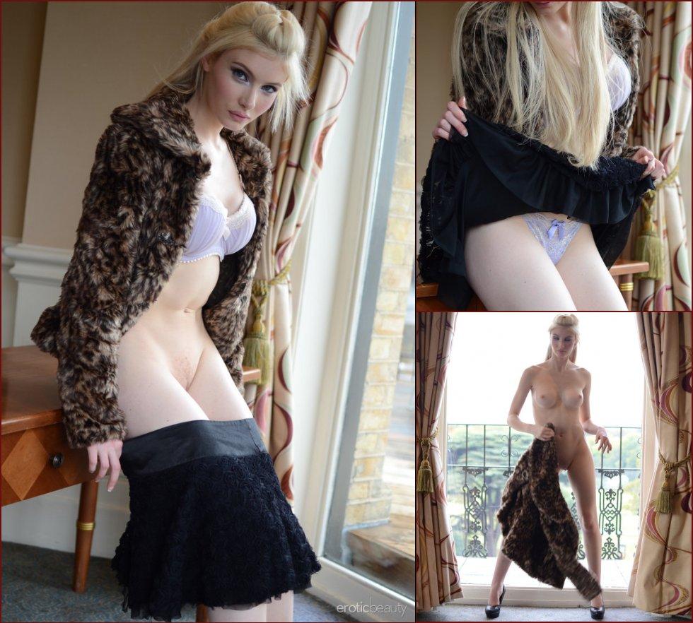 Blonde girl strips her pretty fur - Locklear - 63