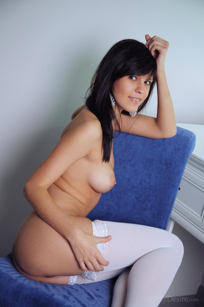 Fabulous Zelda is tempting in white stockings - 11