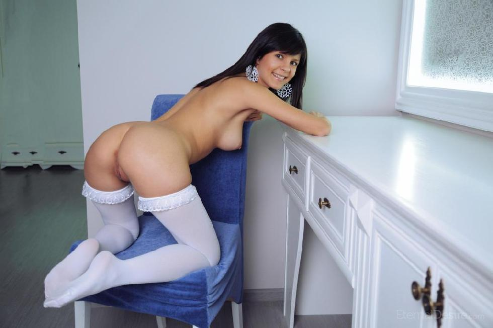 Fabulous Zelda is tempting in white stockings - 5