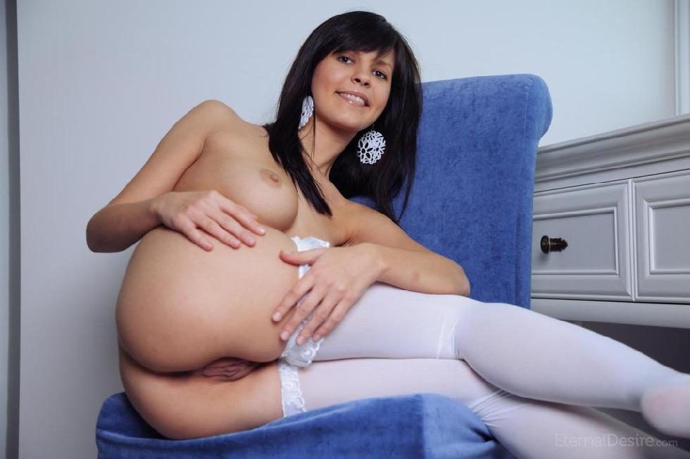 Fabulous Zelda is tempting in white stockings - 8
